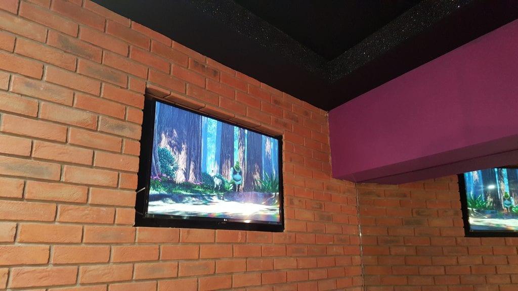 Video Walls & Digital Signage - Creams Cafe